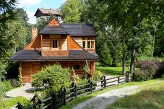 Villa van hout wordt gemaakt dat Atma in Zakopane die wordt genoemd royalty-vrije stock foto's