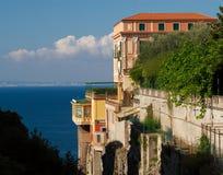 Villa variopinta, Sorrento, Italia fotografie stock