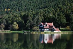 Villa vicino al lago Fotografia Stock Libera da Diritti