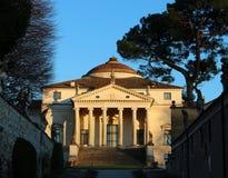 Villacapraen sade La Rotonda av den venetian arkitekten Andrea Palladio, i Vicenza Royaltyfria Bilder