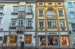 VILLACO, AUSTRIA, vie della parte centrale della città sull' Immagini Stock