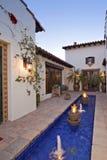 Villadomstolgård med springbrunnar Royaltyfria Bilder