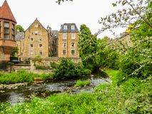 Village,爱丁堡市和旅游胜地的中世纪村庄教务长 爱丁堡,苏格兰,英国 免版税库存照片