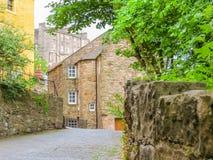 Village,爱丁堡市和旅游胜地的中世纪村庄教务长 爱丁堡,苏格兰,英国 免版税图库摄影