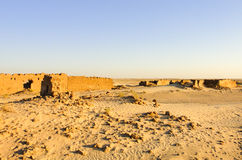 Village abandonné dans le désert du Sahara Photographie stock libre de droits