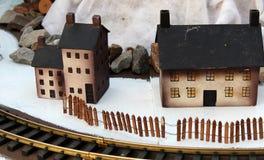 Village assez en bois de l'hiver Image libre de droits