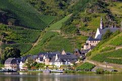 Village Beilstein à la rivière de la Moselle images libres de droits