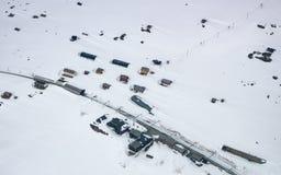Village bloqué par la neige Images stock