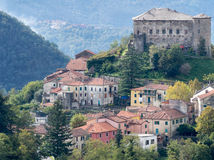 The village of Calice al Cornoviglio, Lunigiana, Italy. Earlu au Stock Photo