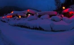 Village chinois couvert par la neige Photographie stock