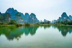 Village chinois, paysage de montagne de Karst image libre de droits