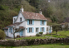 Village Cottage. Quaint Cottage set in a wooded valley in Rural England Stock Photo