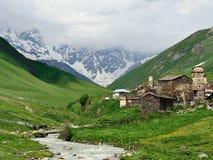 Village d'Ancieny dans Svaneti supérieur, la Géorgie Photo stock