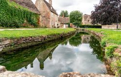 Village d'Ashton Keynes au WILTSHIRE du nord Angleterre photo stock