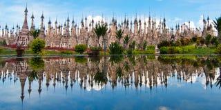 Village d'Indein au lac Inle photographie stock libre de droits