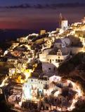 Village d'Oia par nuit en île de Santorini Photos libres de droits