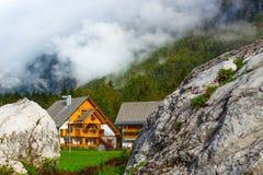 Village d'Ukants sur le lac Bohinj, Slovénie Photographie stock libre de droits