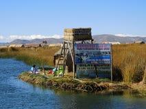 Village d'Uros dans Puno, Pérou images stock