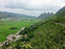 Village dans la région scénique de Xinyi Wanfenglin image libre de droits