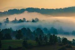 Village dans le brouillard Image libre de droits
