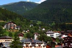 Village dans le pied des Alpes Photographie stock libre de droits