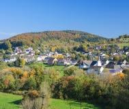 Village dans le secteur de Vulkaneifel en Allemagne photo stock