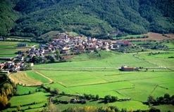 Village dans les Pyrénées image libre de droits
