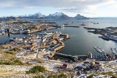 Village de Ballstad dans la saison d'hiver, archipel de Lofoten, Norvège, Scandinavie image stock