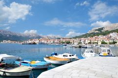 Village de Baska, Krk, Mer Adriatique, Croatie image libre de droits