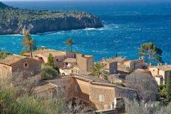 Village de côte près de Deja Image stock