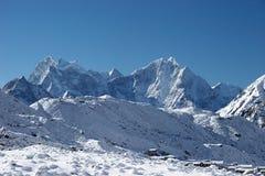 village de chutes de neige du Népal de montagne de l'Himalaya Photographie stock