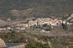 Village de Cucugnan dans Corbieres photos libres de droits