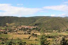 Village de Cucugnan dans Corbieres photos stock