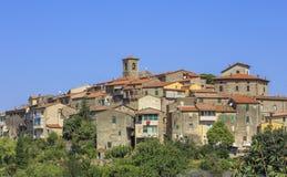 Village de flanc de montagne de la Toscane photos libres de droits