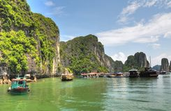 Village de flottement de baie de Halong Photo libre de droits