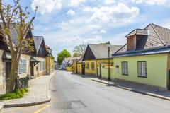 Village de Grinzing à Vienne dans la lumière de début de la matinée Photographie stock libre de droits