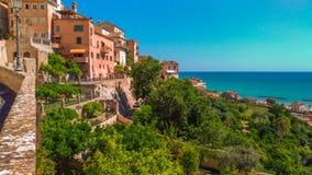 Village de Grottammare sur la Mer Adriatique, Marche Image stock