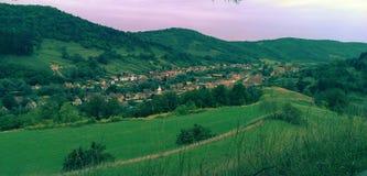 Village de jument de Copsa en Transylvanie Photographie stock libre de droits