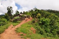 Village de jungle images stock