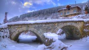 Village de Komshtitsa, Bulgarie - panorama d'hiver Image libre de droits
