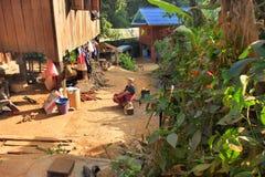 Village de l'Asie de l'Est et les gens - ethnie de Karen en Thaïlande image stock