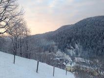 Village de l'hiver Images libres de droits