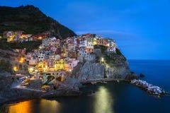 Village de Manarola la nuit, Cinque Terre, Italie Photographie stock