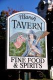 Village de Manchester, VT : Signe d'hôtel d'équinoxe et de taverne de station de vacances Image stock