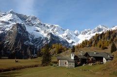 Village de montagne images stock