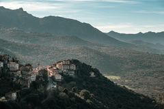 Village de montagne antique de Belgodere en Corse photos libres de droits