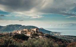 Village de montagne antique de Pigna en Corse image stock