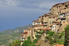 Village de montagne d'Apricale, Ligurie, Italie Photos stock
