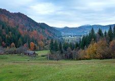 Village de montagne d'automne Photographie stock libre de droits