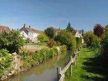 Village de Montresor, chemin d'herbe le long des Frances d'Indrois Images stock